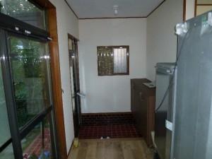 開き扉タイプの玄関収納に交換